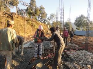 Sangmu Sherpa, Carrying materials