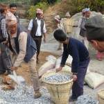Carrying aggreegrate to mix with cement